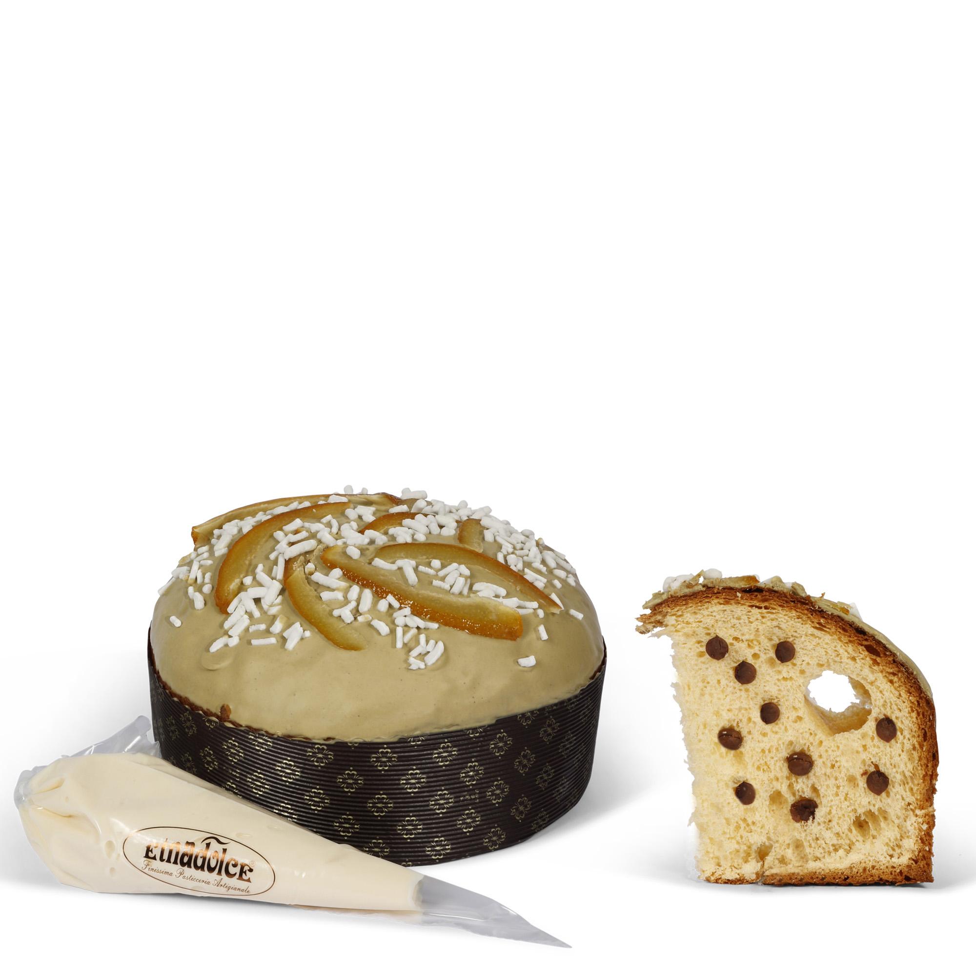 Panettone Sicilian Cassata with cream in sac a poche